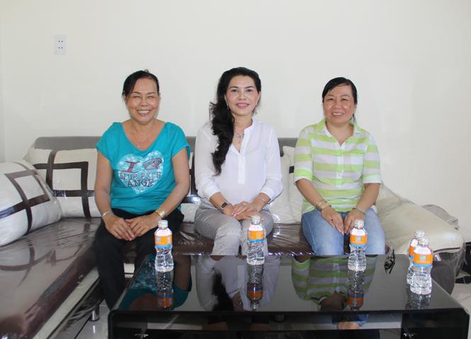 Kim Oanh tặng nhà cho khách hàng mua đất